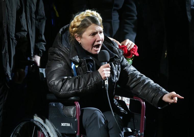 Юлия Тимошенко выступает на Майдане Незалежности в Киеве, 22 февраля 2014 г.