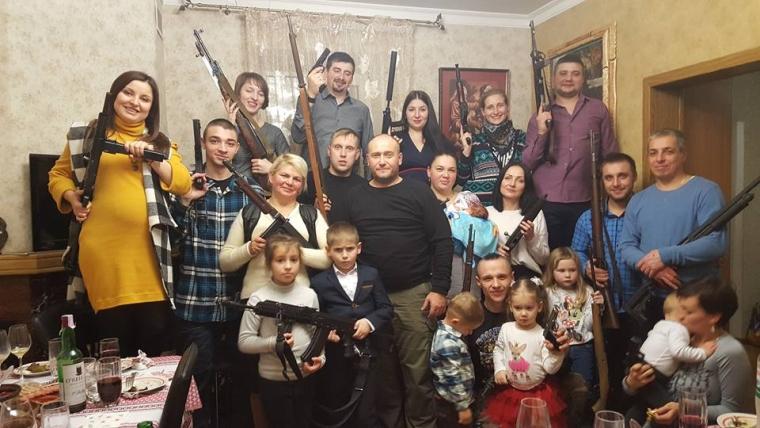 Дмитро Ярош з родиною та близькими