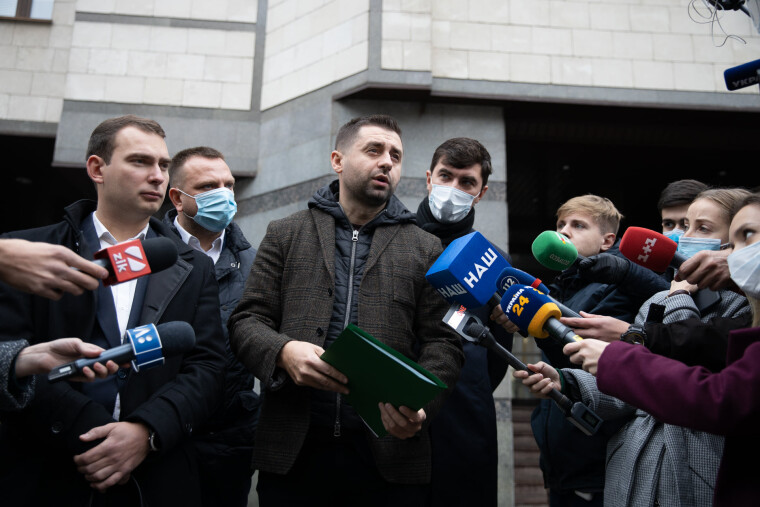 Суддям КСУ принесли звернення депутатів подати у відставку
