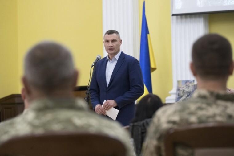 Киев принял решение о предоставлении помощи от города участникам АТО и их семьям