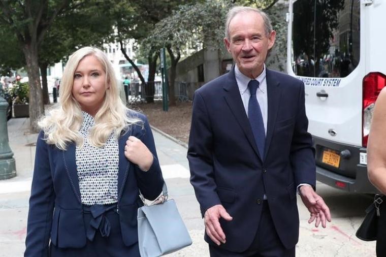 Вирджиния Джуффре со своим адвокатом