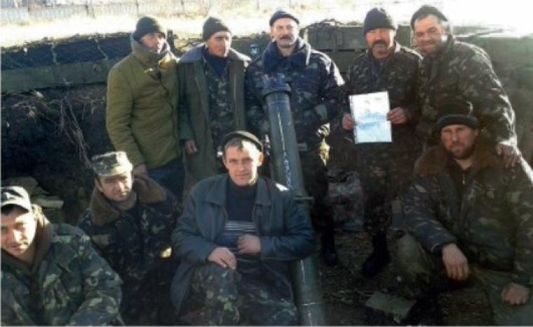 Олег Барна с собратьями на огневой позиции под Дебальцево, 2014