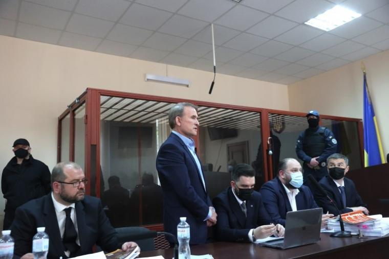 Віктор Медведчук у залі суду