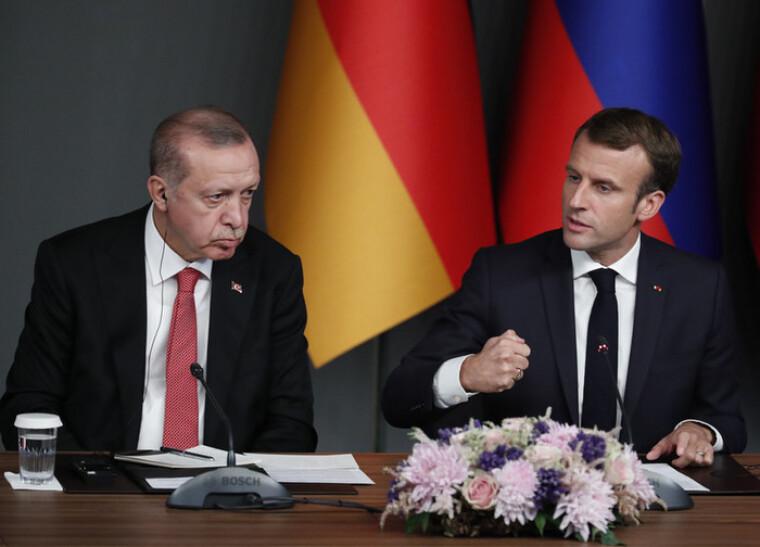 Коментуючи ідею Макрона про створення у Франції «освіченого ісламу» після серії терактів, турецький лідер порадив йому «лікувати свою психіку»