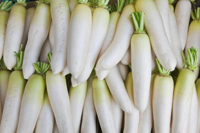 Дайкон – это подвид редьки с необычной и яркой внешностью великанской морковки-альбиноса и мягким вкусом