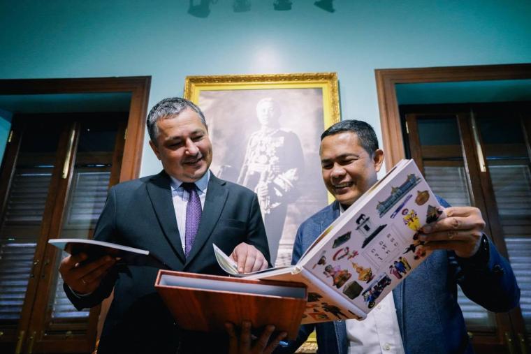 Андрій Бешта на зустрічі з гендиректором таїландського музею Siam Рамесом Промєном, 23 березня