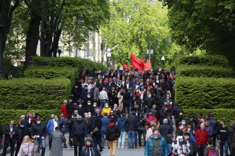 Члени ОПЗЖ в парку Слави на заходах з нагоди 9 травня/zagittya.com.ua