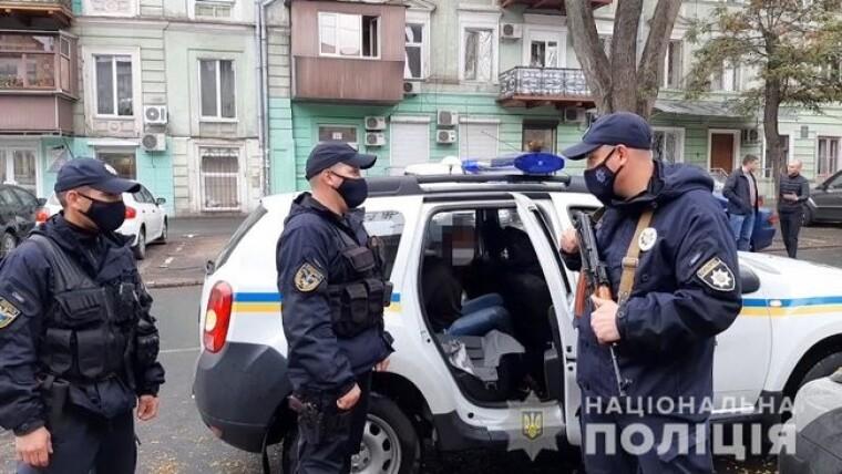 Співробітники поліції на місці злочину