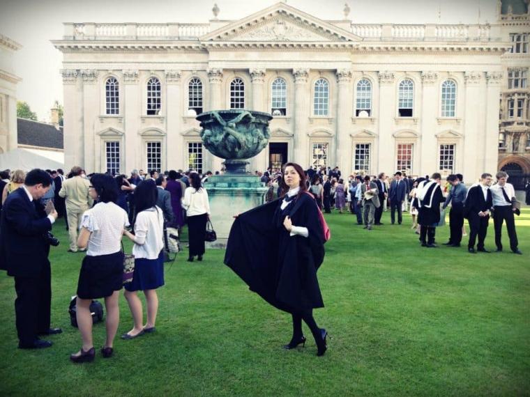 Альона Шкрум перед випуском у Кембриджі/facebook.com/alyxrum