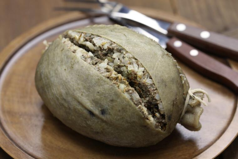 Шотландский хаггис по праву считают одним из древнейших блюд, дошедших до нас почти неизменными