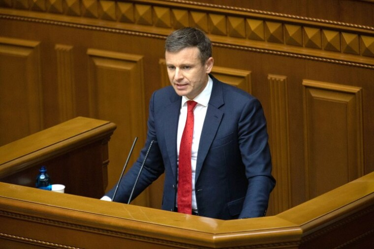 Сергей Марченко выступает с трибуны Рады