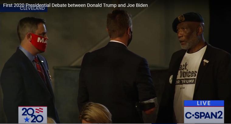Элберт Гиллори в студии, где через несколько минут начнутся первые дебаты Дональда Трампа и Джо Байдена