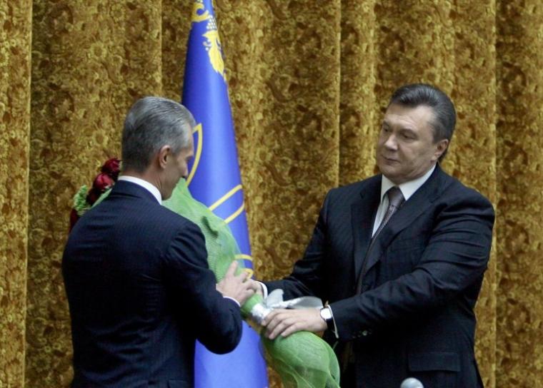 Председатель Службы Безопасности Украины Валерий Хорошковский, слева, и Президент Украины Виктор Янукович