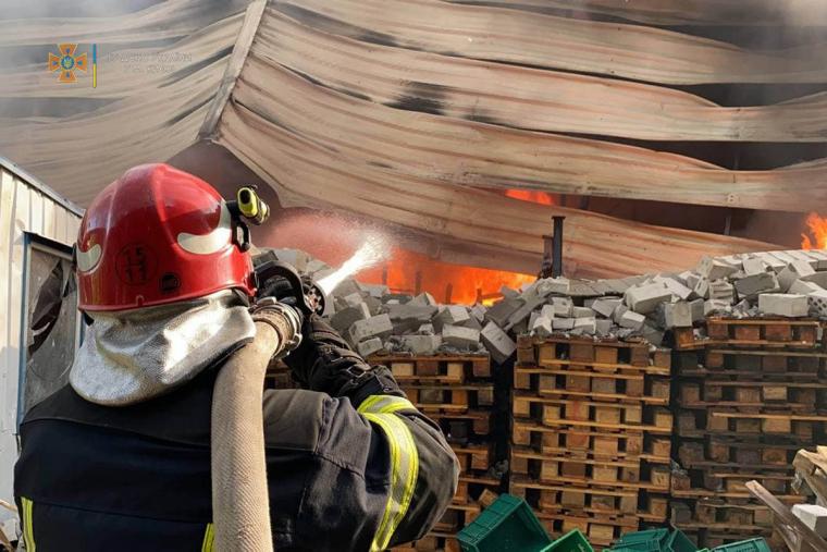 Пожежу локалізовано, триває ліквідація