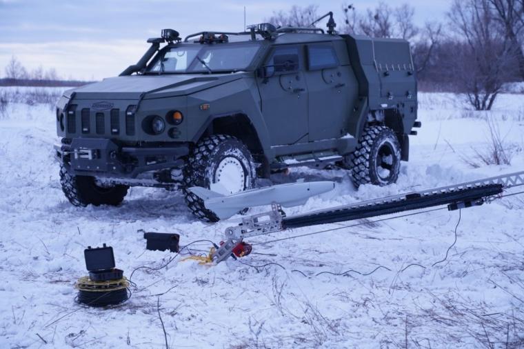 """Бронеавтомобіль """"Новатор"""" в якості транспортної машини ударного БПЛА RAM II"""
