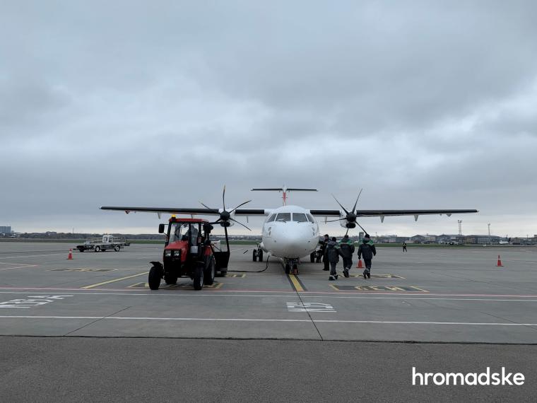 Самолет, который доставил в Украину 117 000 доз вакцины Pfizer