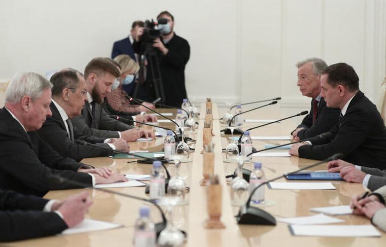 Міністр закордонних справ Росії Сергій Лавров бере участь у зустрічі з делегацією партії «Альтернатива для Німеччини» на чолі зі співголовою Тіно Крупаллом