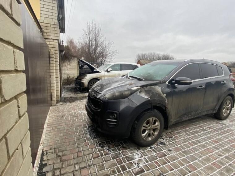 Автомобили пострадавших. Фото: Харьков 1654