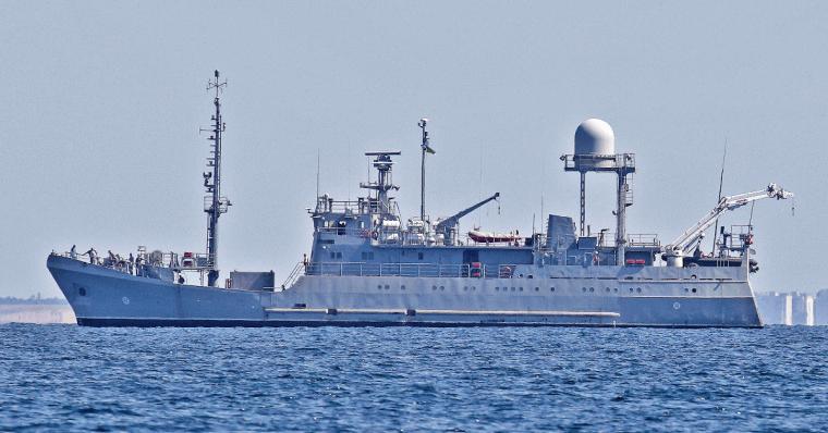 """Новейший средний разведывательный корабль ВМСУ """"Симферополь"""" / dumskaya.net"""
