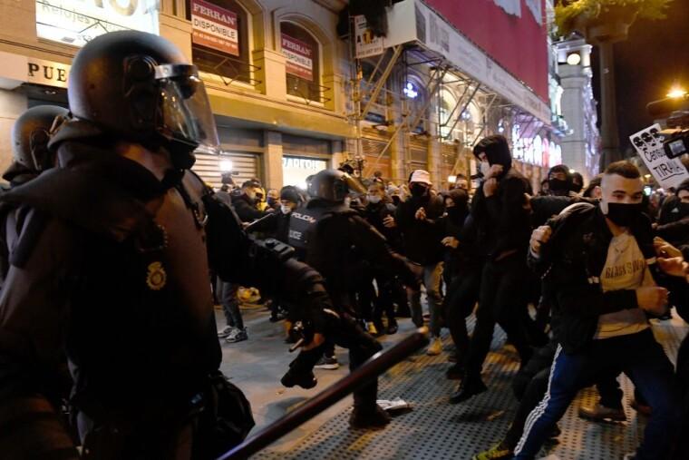 Столкновения полиции с протестующими