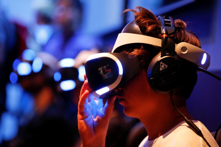 """Мета """"Грязной правды"""" - с помощбю виртуальной реальности окунуть зрителя в ситуации, невозможные для их пола, расы или места проживания"""