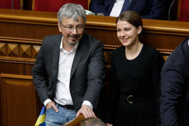 Народні депутати Олександр Ткаченко та Марина Бардіна під час засідання Верховної Ради України, 2 жовтня 2019 р.