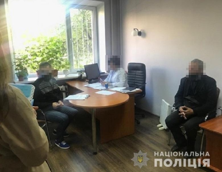 При продаже сертификата вакцинации полицейские задержали организатора