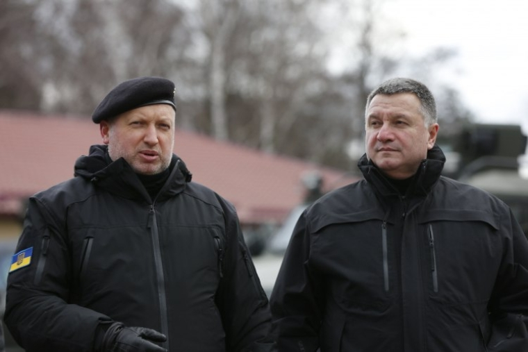 Секретарь Совета национальной безопасности и обороны Украины Александр Турчинов и министр внутренних дел Украины Арсен Аваков, 2016 г.