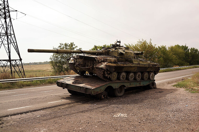 Разбитый во время Иловайского боя танк