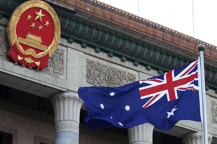 Австралия закрывает доступ Китаю к своим ключевым рынкам и остро реагирует на попытки страны давить на австралийских политиков и СМИ