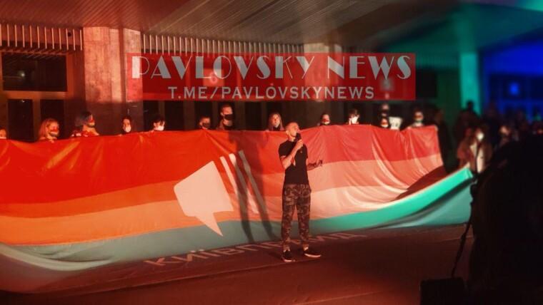 Акція прихильників і противників ЛГБТ біля Палацу спорту