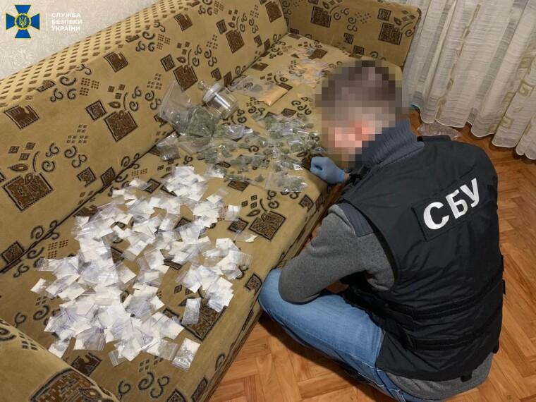Ежемесячный оборот наркодельцов составлял почти 5 млн грн
