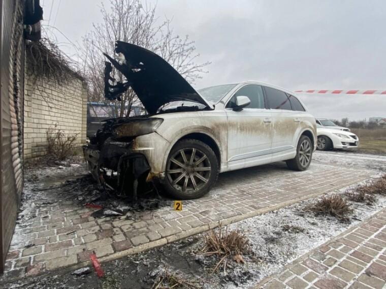 Сгоревшее авто. Фото: Харьков 1654