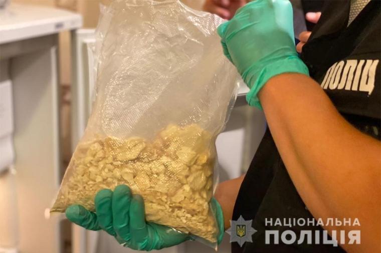 Следователи устанавливают, откуда у киевлянина наркотики