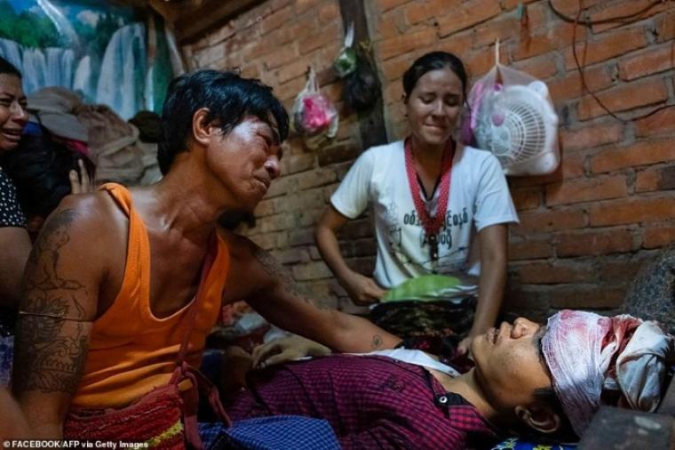 Раненый протестующий