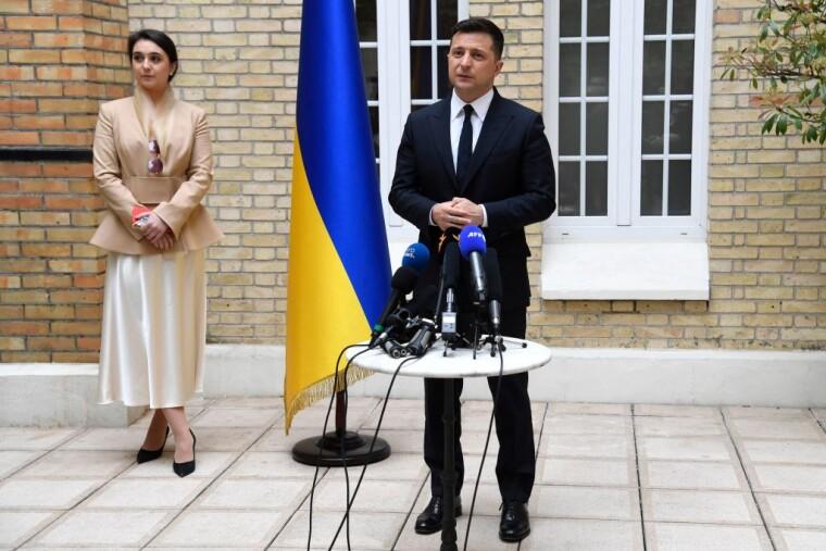 Юлія Мендель і Володимир Зеленський під час візиту до Франції, 16 квітня 2021 р