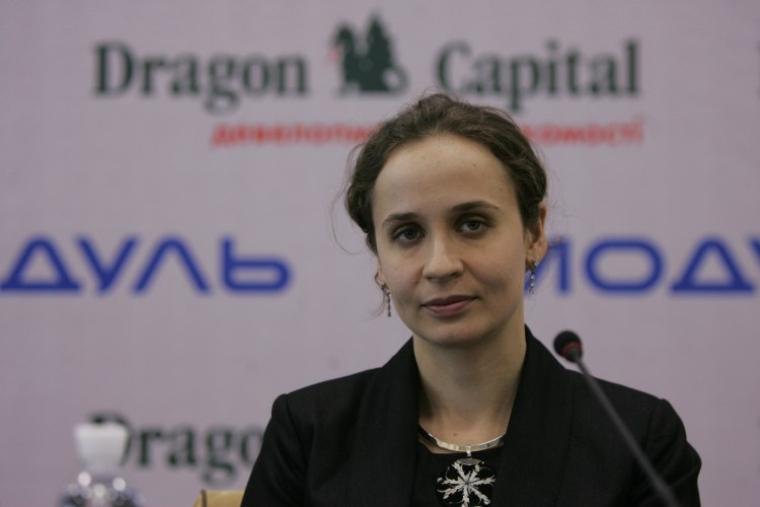 Комерційний директор Dragon Development Юлія Клименко під час прес-конференції, 2010 р.