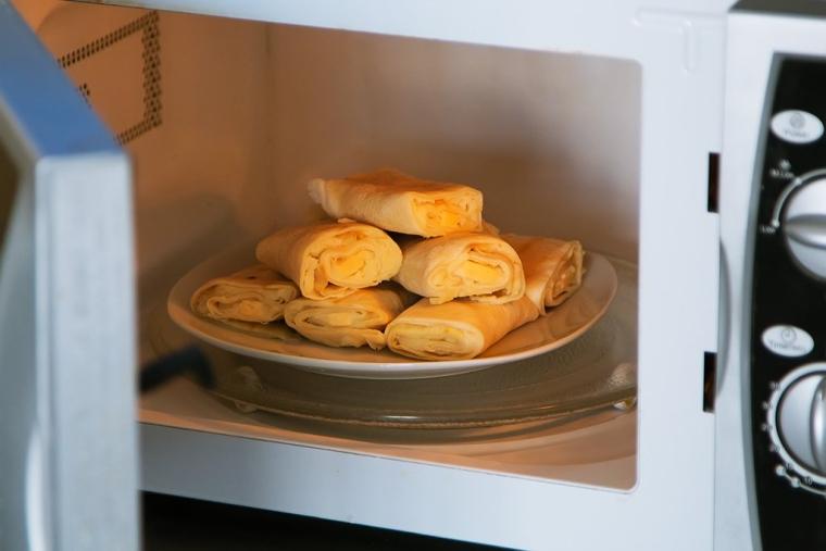 По способности быстро разморозить, разогреть или довести до готовности «недозревшее» блюдо микроволновки вне конкуренции / master-plus.com.ua