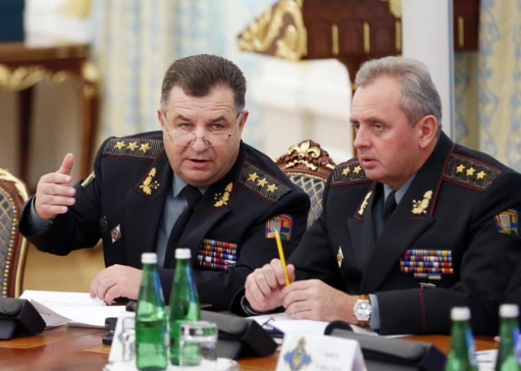 Начальник Генерального штаба — Главнокомандующий Вооруженных Сил Украины Виктор Муженко и министр обороны Украины Степан Полторак