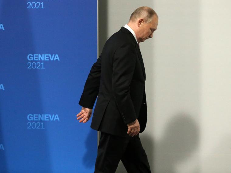 Если Байден покинул Женеву вполне довольным собой, то Путин уехал в раздражении, добиться чего-то от американцев, кроме короткой встречи, он не смог