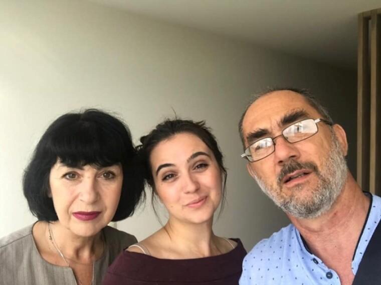 Юлія Мендель з батьками/Iuliia Mendel/Facebook