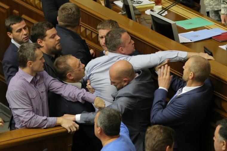 драка между депутатами с участивем Луценко