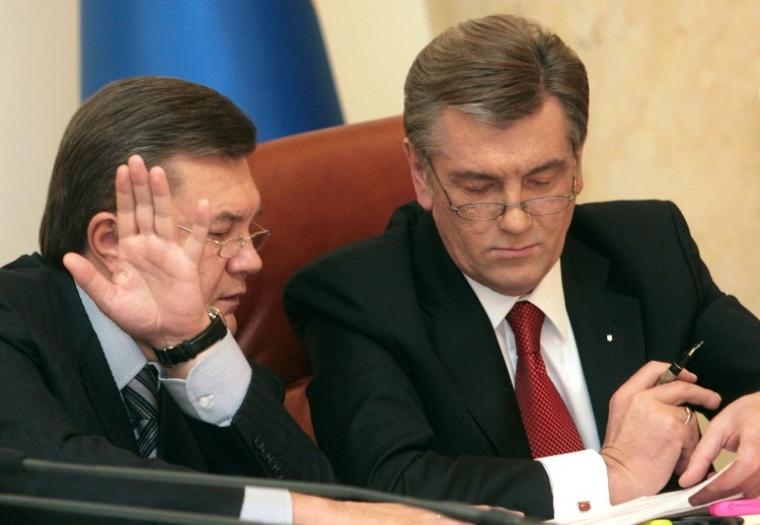 Президент Украины Виктор Ющенко и премьер-министр Виктор Янукович на расширенном совещании в Кабинете министров, 2007 г.