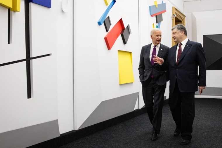 Президент України Петро Порошенко і віце-президент США Джо Байден під час зустрічі в Києві, 16 січня 2017 р