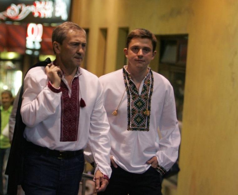 Мэр Киева Леонид Черновецкий, слева, и заместитель Киевского городского председателя – секретарь Киевсовета Олесь Довгий в Киеве, 24 августа 2008 г.