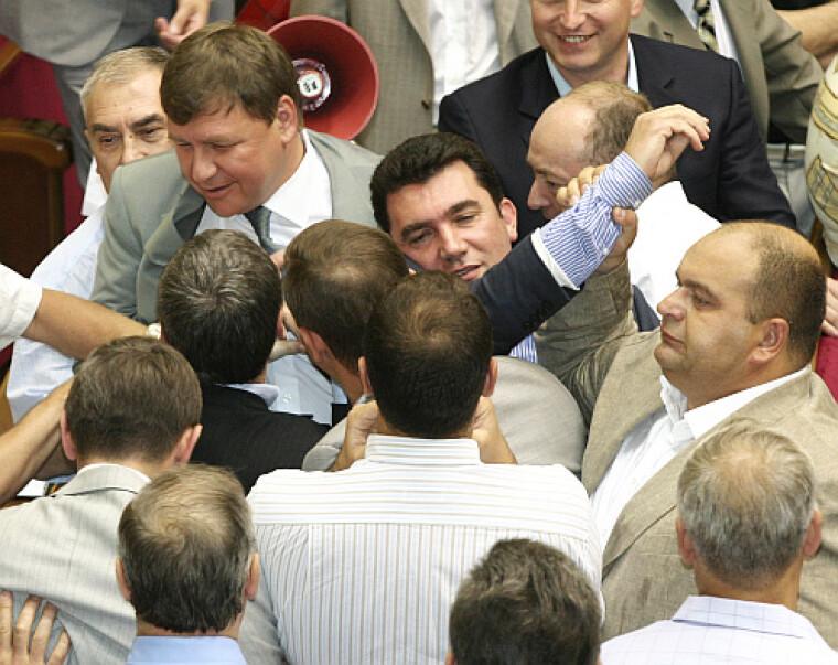Народный депутат V созыва Алексей Данилов во время драки в Раде