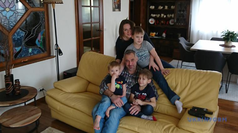 Руслан Рябошапка с семьей / ukrinform.ru