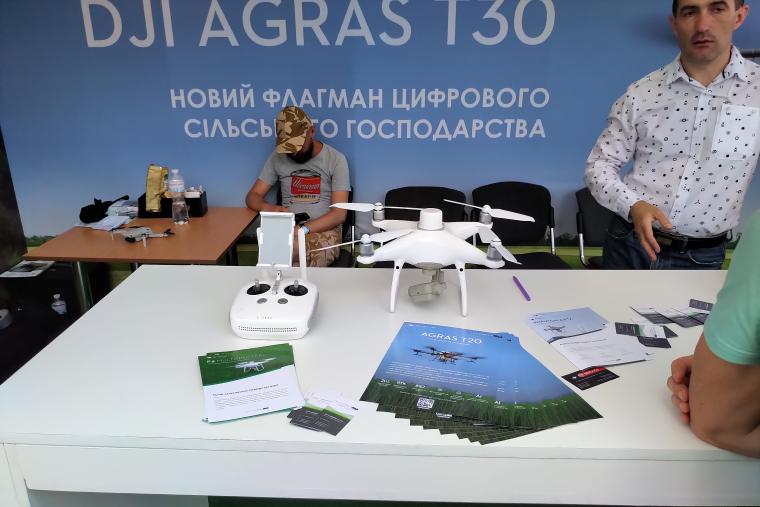 фото дрона для контроля ситуации на полях