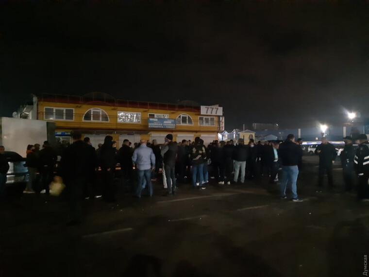 """Представители турецкой общины заблокировали на """"Седьмом километре"""" СБУшный спецназ"""