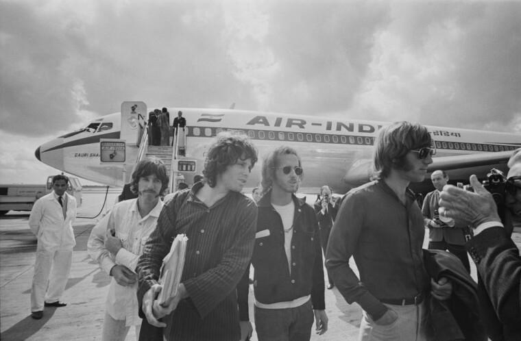Участники группы The Doors во время гастролей